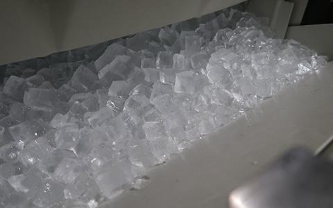 製氷機 イメージ